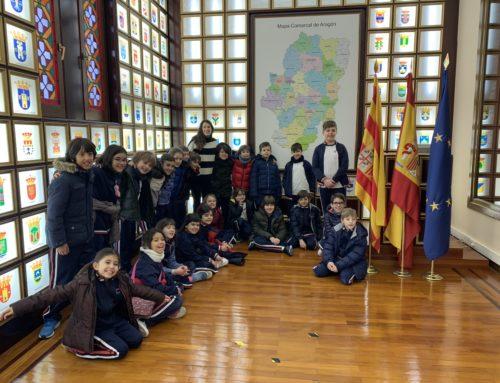Los alumnos del Colegio Montessori llegaron al edificio Ramón Pignatelli