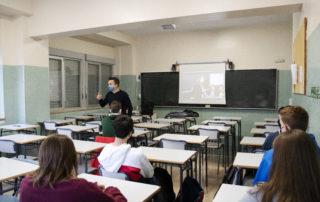 Alumnos y alumnas de 1 de Bachillerato , primer debate